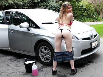 Skeeting At The Car Wash