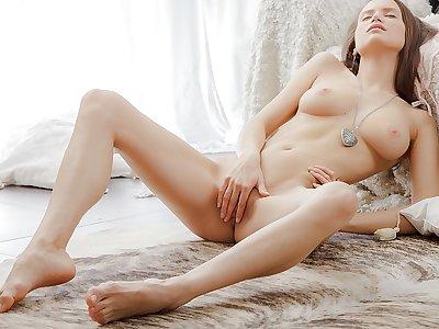 Erotic beautiful vid with a chick masturbating